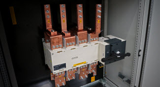 WHITE PAPER - Cuadros de conmutación en emplazamientos con redes eléctricas inestables